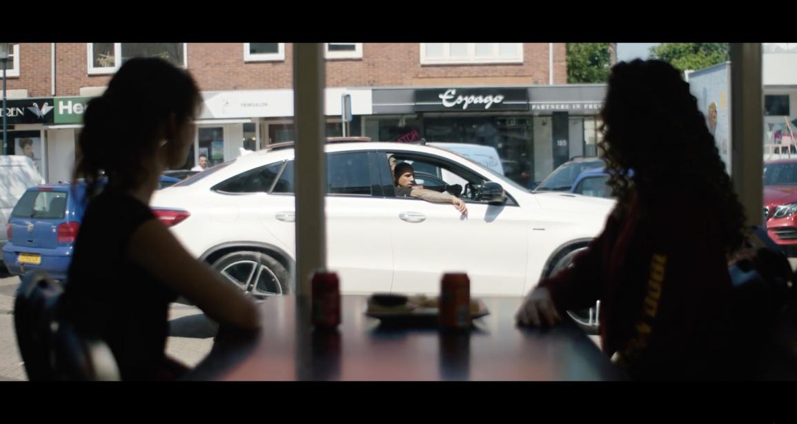 [VIDEO] LouiVos – Zij Wilt Meer (feat. Bizzey)
